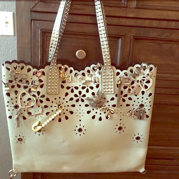 da9df63c5c96 Marc Jacobs Bag Embellished Tote Handbag Purse. M 5b99273ed6dc522a0cc1bd42